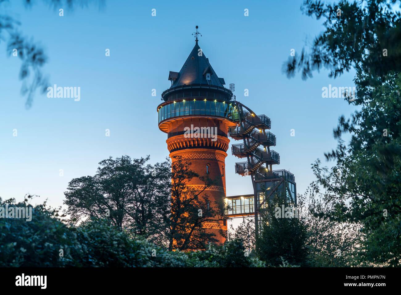 Wasserturm Aquarius Wassermuseum in Styrum in der Abenddämmerung, Mülheim an der Ruhr, Nordrhein-Westfalen, Deutschland, Europa |  water tower Aquariu - Stock Image