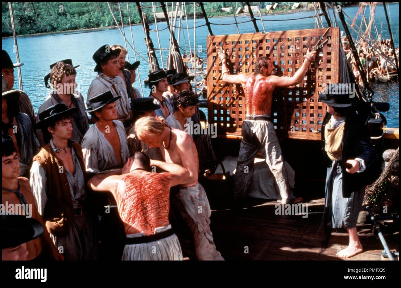 Prod DB © De Laurentiis / DR LE BOUNTY (THE BOUNTY) de Roger Donalson 1984 GB/USA marin, bateau, navire, voilier, chatiment corporel, coup de fouet, torture, sadisme d'apres le roman de Richard Hough remake des 'Revoltes du Bounty' (1935 et 1962) - Stock Image