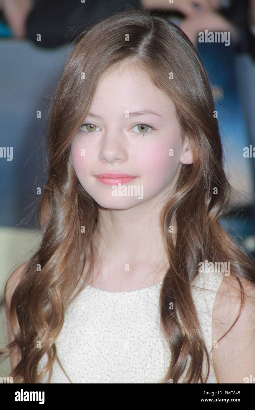 Page 20   Mackenzie Foy High Resolution Stock Photography and ...