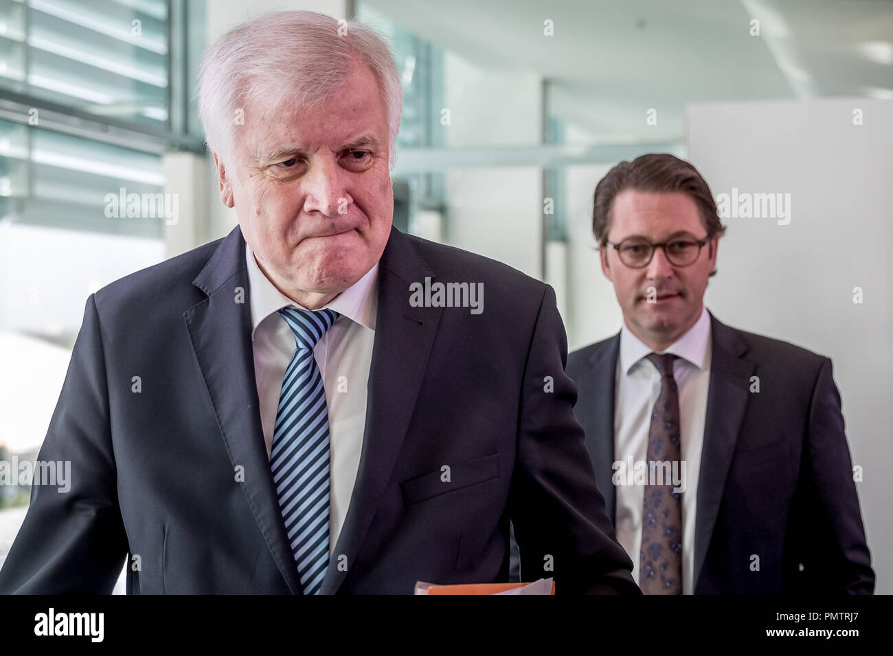 19 September 2018, Berlin: Horst Seehofer (CSU), Federal Minister of the Interior, Home and Building, followed by Andreas Scheuer (CSU), Federal Minister of Transport and Digital Infrastructure, at the meeting of the Federal Cabinet in the Chancellery. Photo: Michael Kappeler/dpa - Stock Image