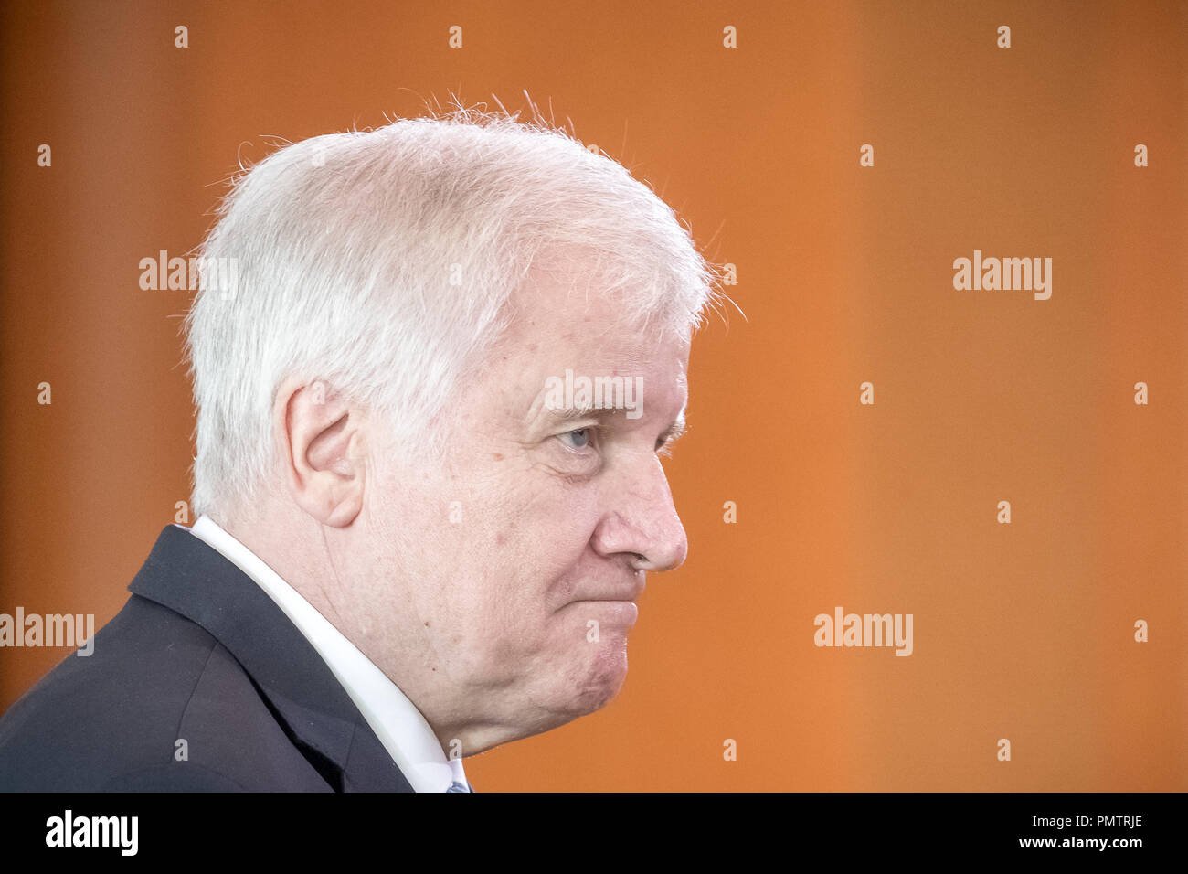 19 September 2018, Berlin: Horst Seehofer (CSU), Federal Minister of the Interior, Home and Building, comes to the meeting of the Federal Cabinet in the Chancellor's Office. Photo: Michael Kappeler/dpa - Stock Image