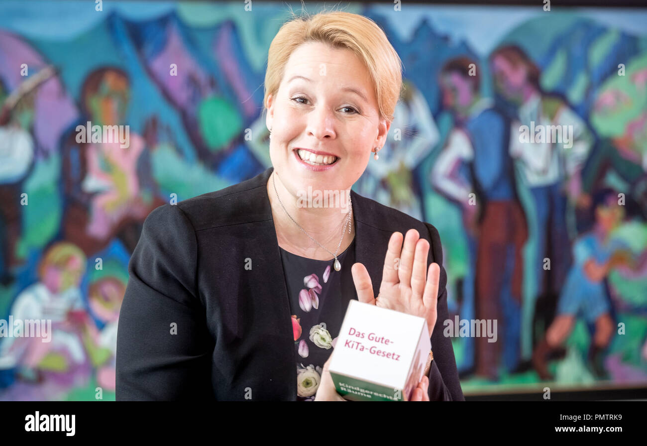 19 September 2018, Berlin: Franziska Giffey (SPD), Federal Minister for Family Affairs, shows at the beginning of the Federal Cabinet meeting in the Chancellor's Office a symbolic 'building block' for the planned 'Good-Kita-Law'. Photo: Michael Kappeler/dpa - Stock Image