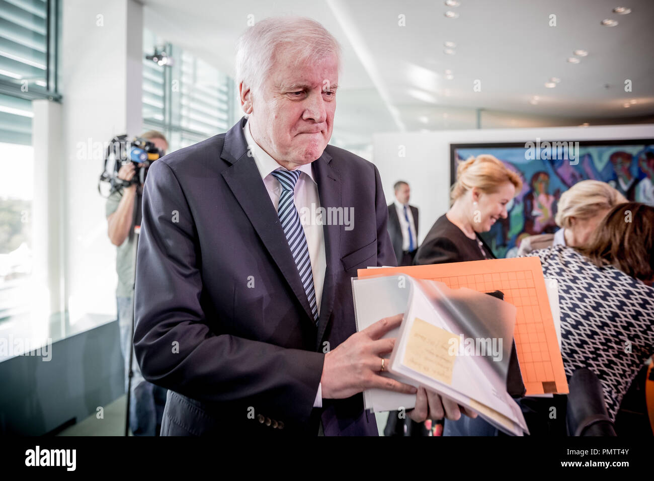 Berlin, Germany. 19 September 2018, Berlin: Horst Seehofer (CSU), Federal Minister of the Interior, Home and Building, comes to the meeting of the Federal Cabinet in the Chancellor's Office. Photo: Michael Kappeler/dpa Credit: dpa picture alliance/Alamy Live News - Stock Image