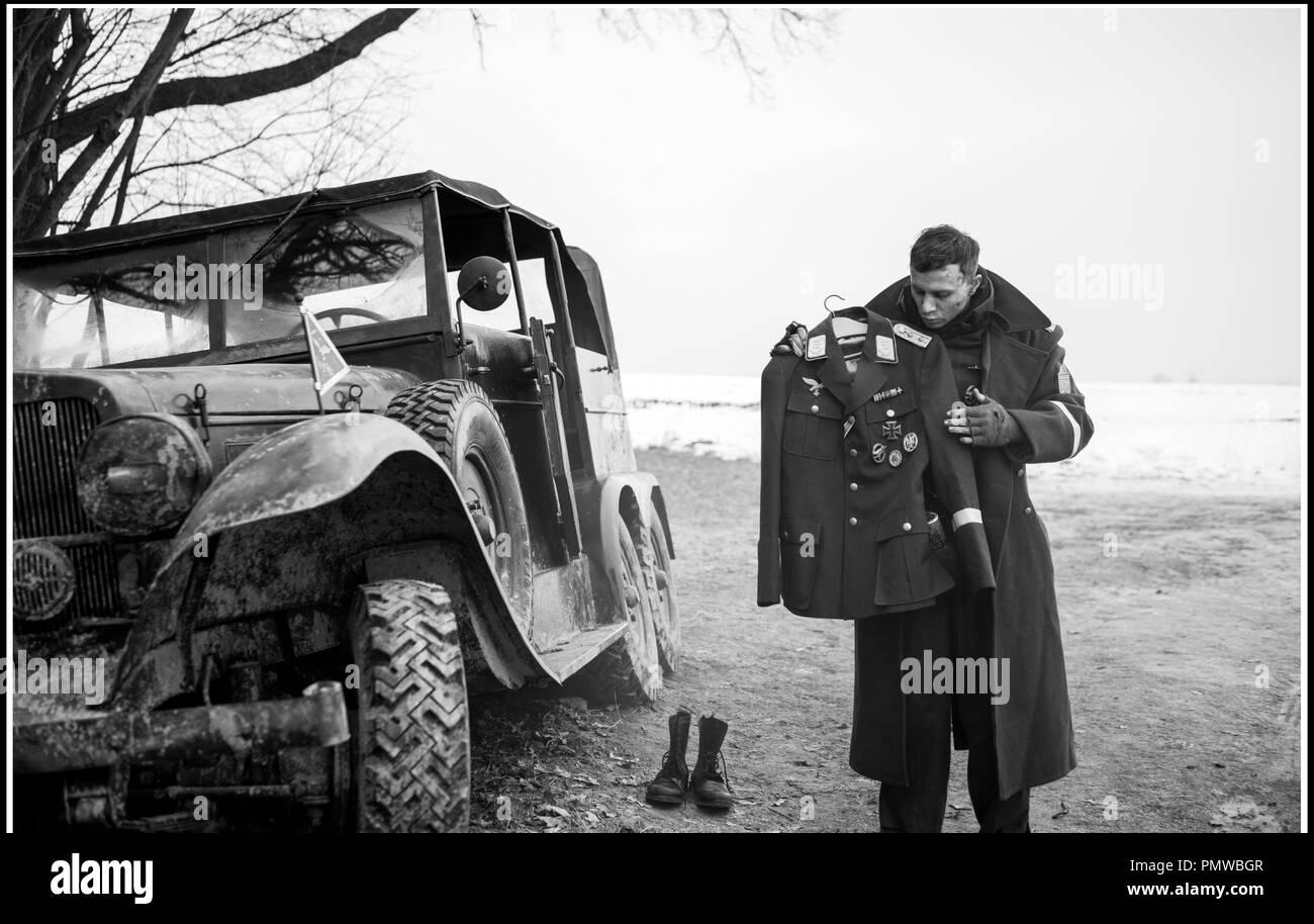 Prod DB ©Julia M. Muller - Filmgalerie 451 - Alfama Films - Opus Film - Facing East - Hands-on Producers / DR THE CAPTAIN - L'USURPATEUR (DER HAUPTMANN) de Robert Schwentke 2017 ALL./POL./PORT./FRA. avec Max Hubacher ww2, nazi - Stock Image
