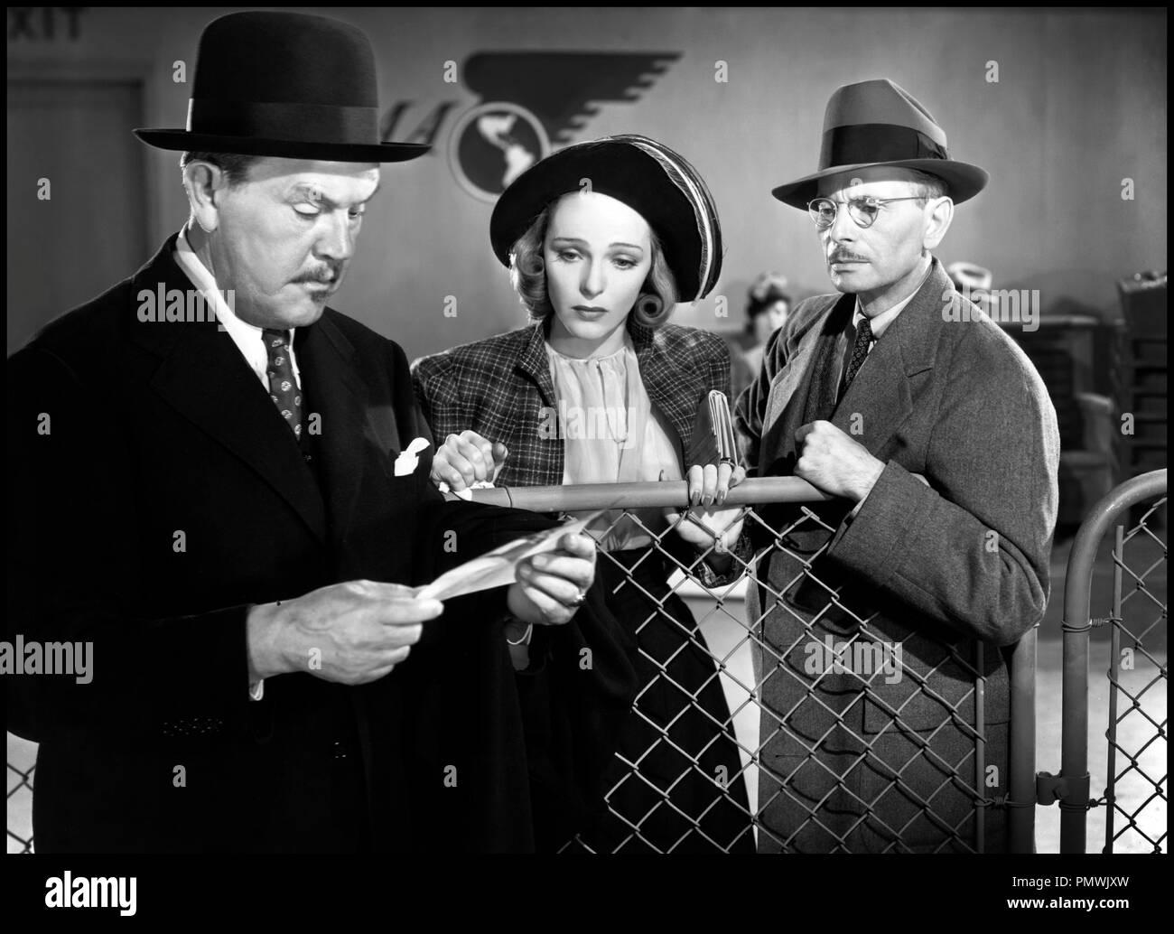 Prod DB © 20th Century Fox / DR CHARLIE CHAN AT TREASURE ISLAND de Norman Foster 1939 USA avec Sidney Toler, Sally Blane et Charles Halton lettre, courrier d'apres les personnages de Earl Derr Biggers - Stock Image