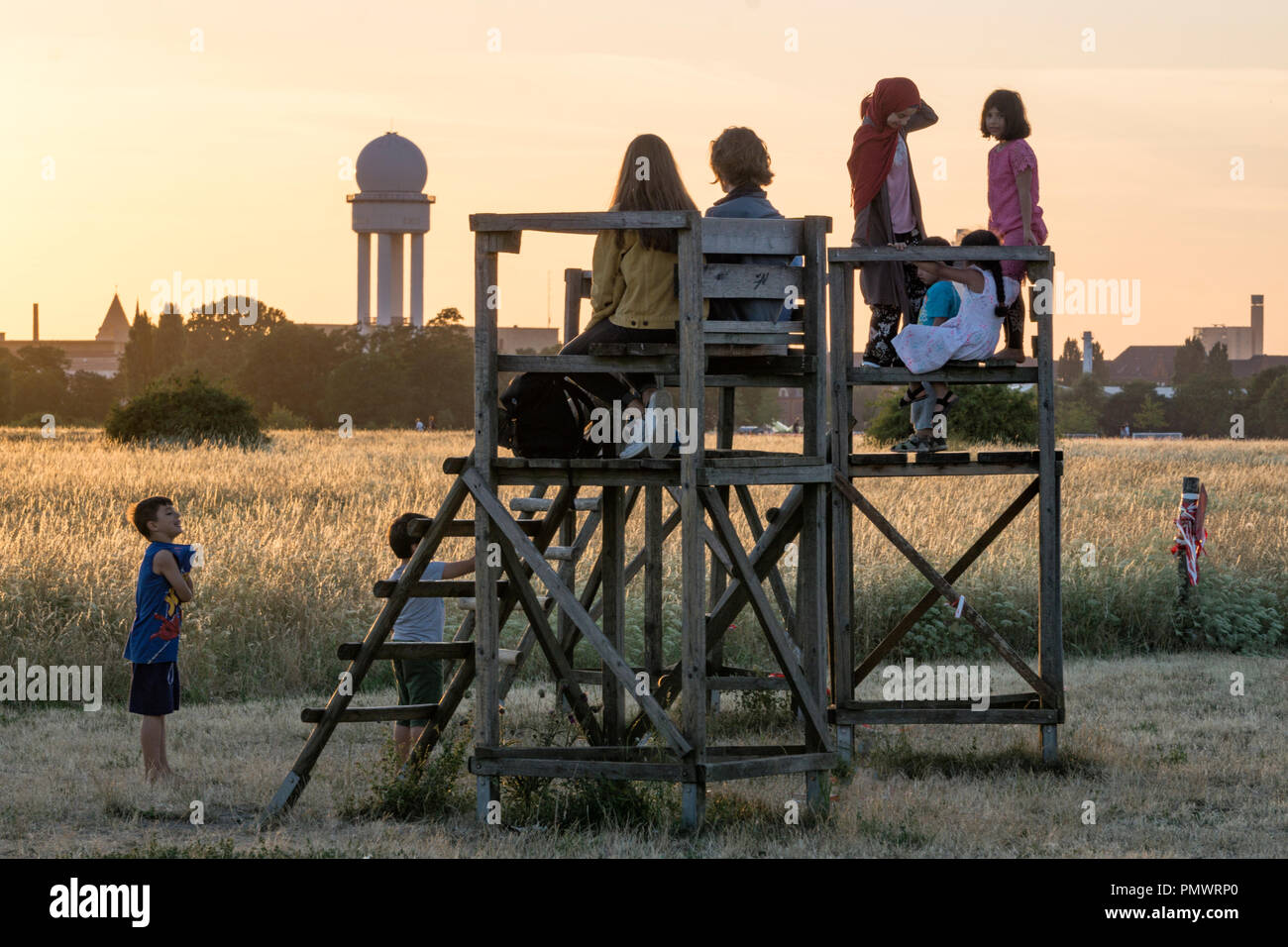 Kids watching sunset at former Tempelhof airport, Berlin - Stock Image