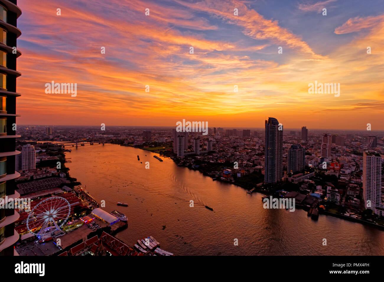 Amazing Sunset over Chao Praya River & Asiatique, Bangkok - Stock Image