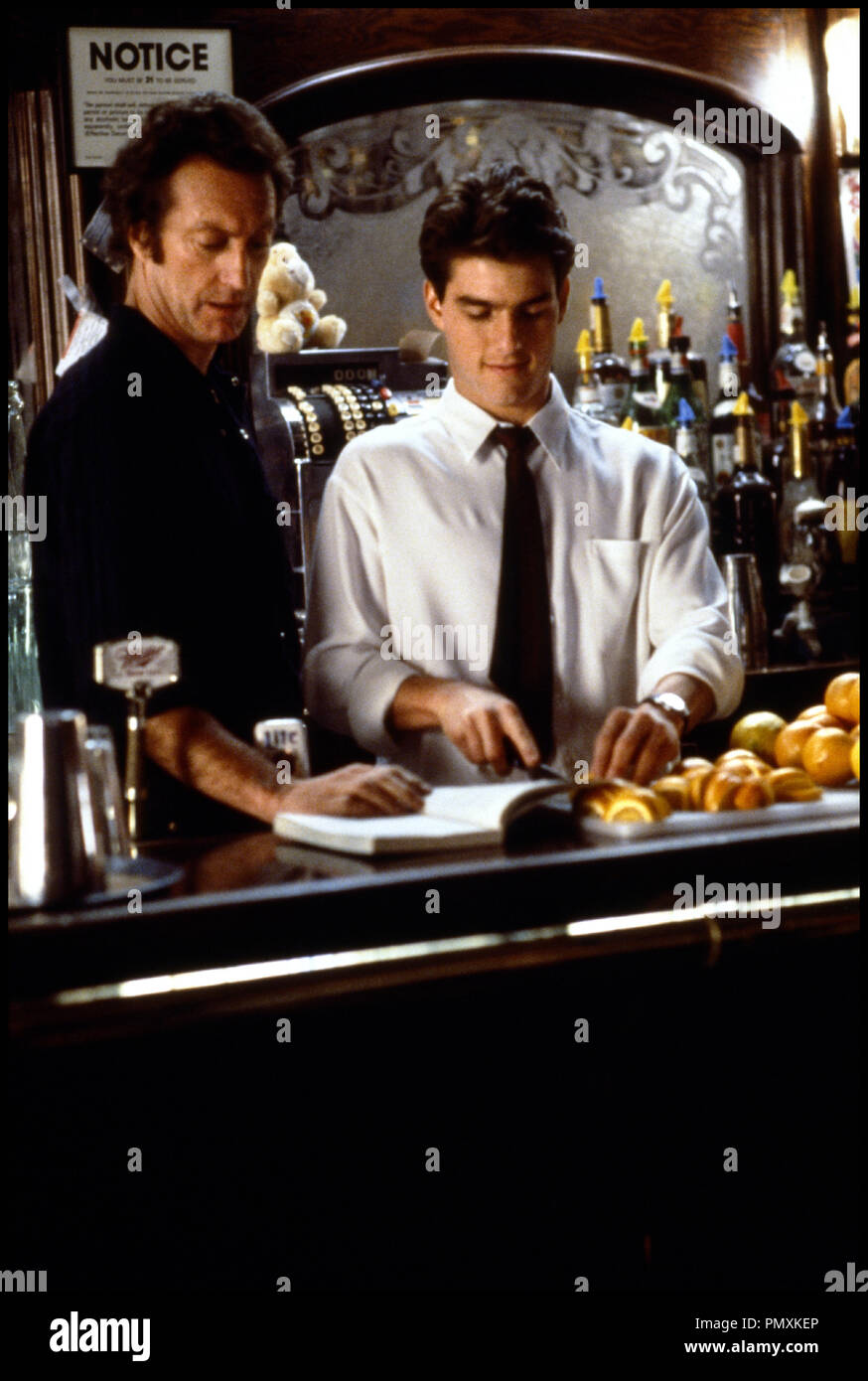 cocktail 1988 tom cruise stock photos  u0026 cocktail 1988 tom cruise stock images