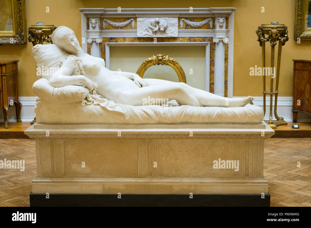 Liverpool Wirral Port Sunlight Village The Lady Lever Art Gallery neo-classical marble sculpture after Lorenzo Bartolini c1830 reclining Venus - Stock Image