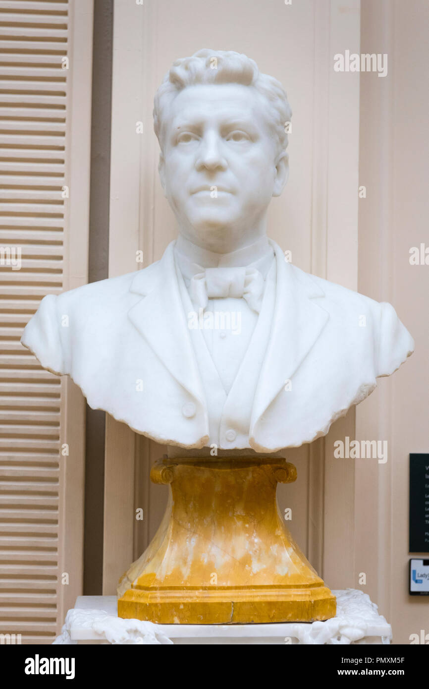Liverpool Wirral Port Sunlight Village The Lady Lever Art Gallery white marble bust Viscount Leverhulme 1900 by Edward Onslow Ford William Hesketh - Stock Image