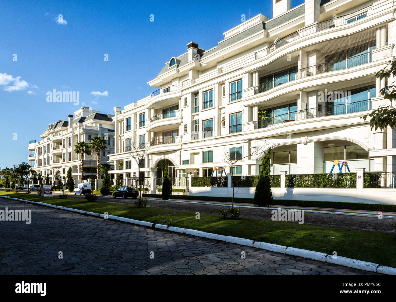 Building in the wealthy neighborhood of Jurere Internacional. Florianopolis, Santa Catarina, Brazil. - Stock Image