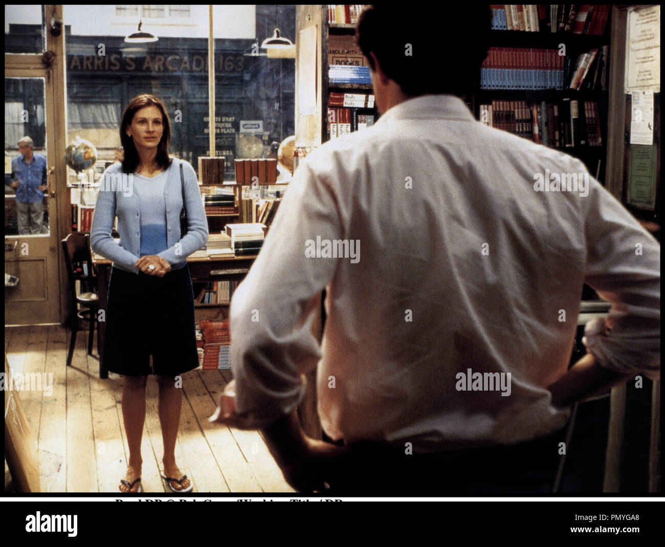 Prod DB © PolyGram/Working Title / DR COUP DE FOUDRE A NOTTING HILL (NOTTING HILL) de Roger Michell 1999 GB avec Julia Roberts et Hugh Grant cliente, librairie - Stock Image
