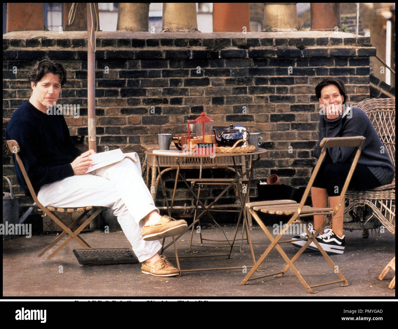 Prod DB © PolyGram/Working Title / DR COUP DE FOUDRE A NOTTING HILL (NOTTING HILL) de Roger Michell 1999 GB avec Hugh Grant et Julia Roberts petit dŽjeuner, toit - Stock Image