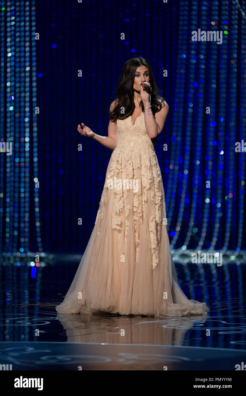Idina Menzel Performs Let It Go From The Animated Film