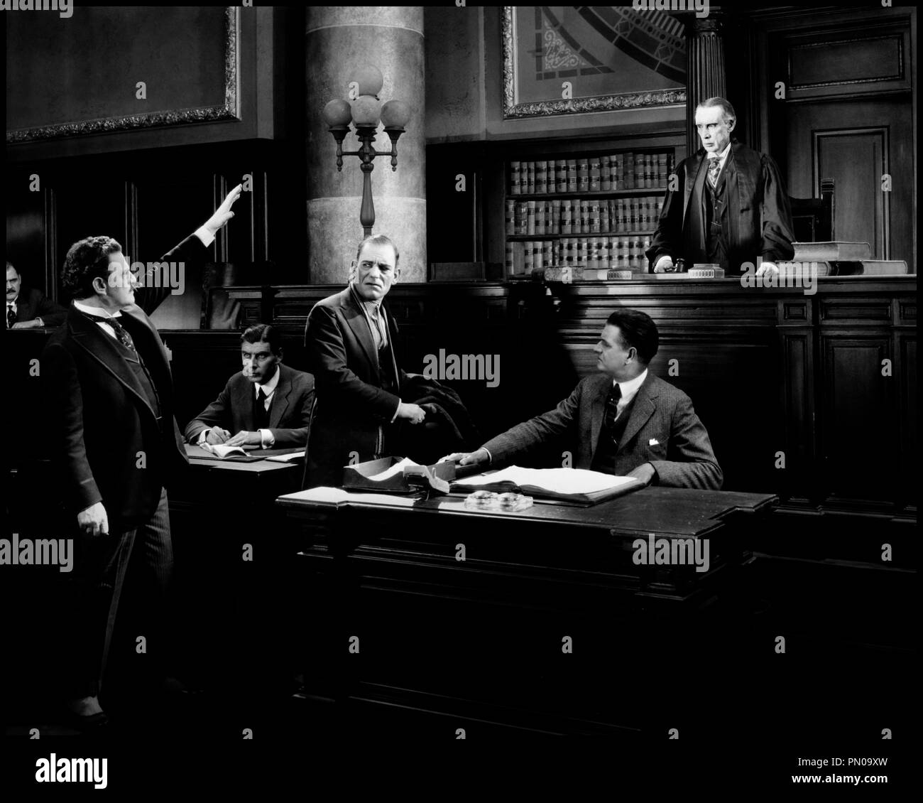 Prod DB © MGM / DR LE CLUB DES TROIS (THE UNHOLY THREE) de Tod Browning 1925 USA avec Lon Chaney William Humphrey et Edward Connelly tribunal, serment, jurer, juge code 217 - Stock Image