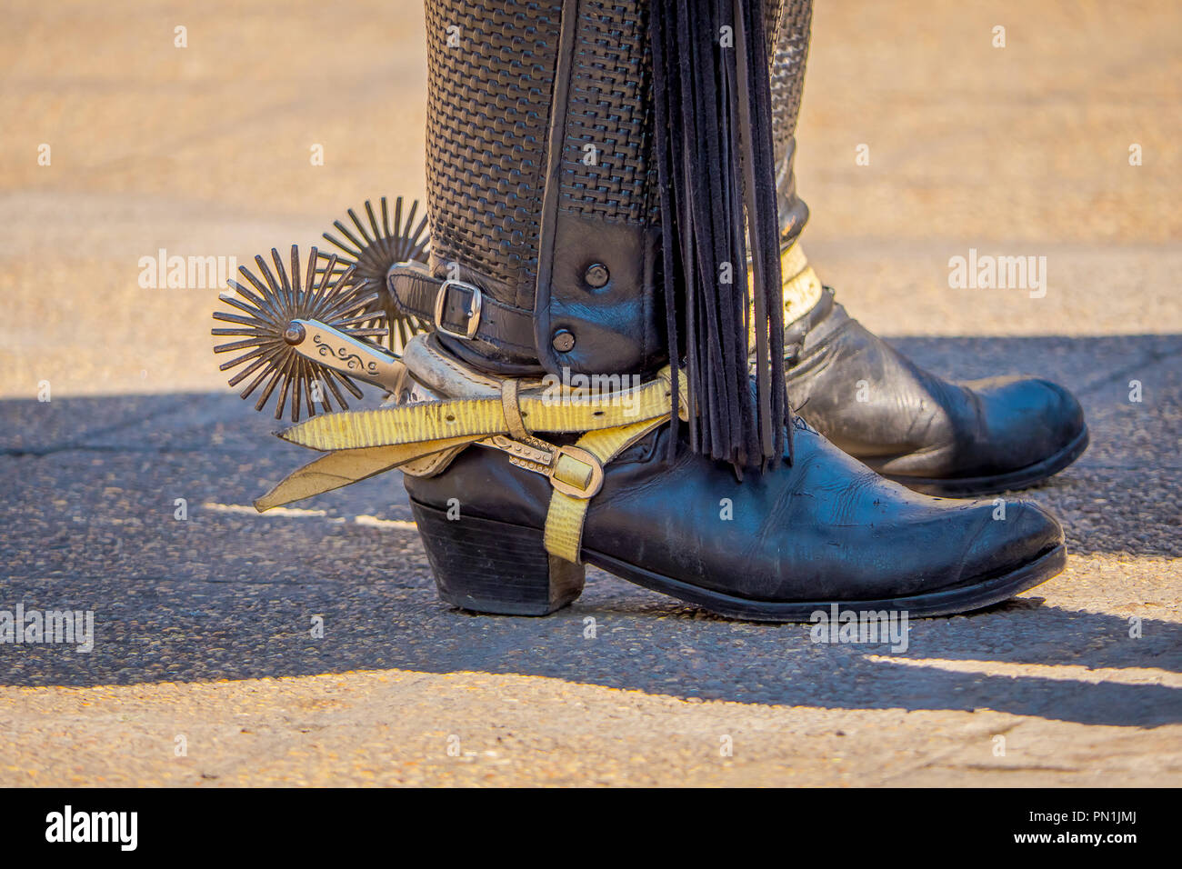 riding spurs with sharp spikes rowel