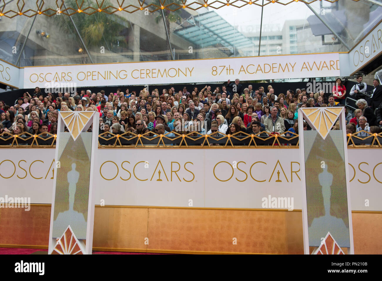 Arrival area for the live ABC Telecast of The 87th Oscars® at the Dolby® Theatre in Hollywood, CA on  Sunday, February 22, 2015.  File Reference # 32566_053THA  For Editorial Use Only -  All Rights Reserved - Stock Image