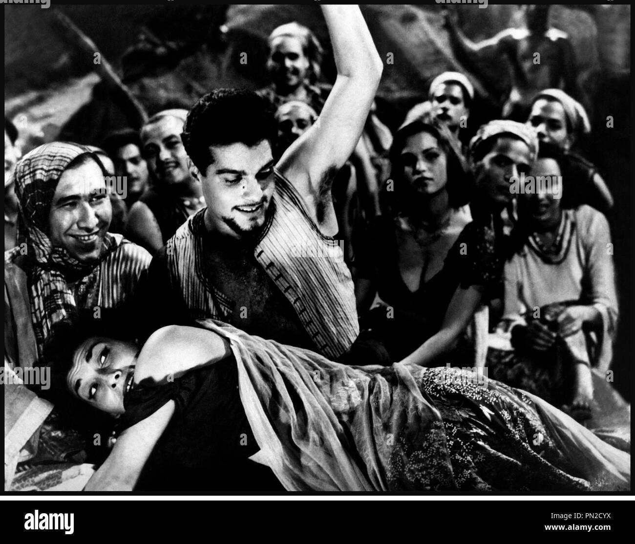 Prod DB © DR LE DEMON DU DESERT (SHAYTAN AL-SAHRA) de Youssef Chahine 1954 EGY avec Omar Sharif et Myriam Fakhr el Dine Omar el cherif fessee, machisme, macho, battre une femme - Stock Image
