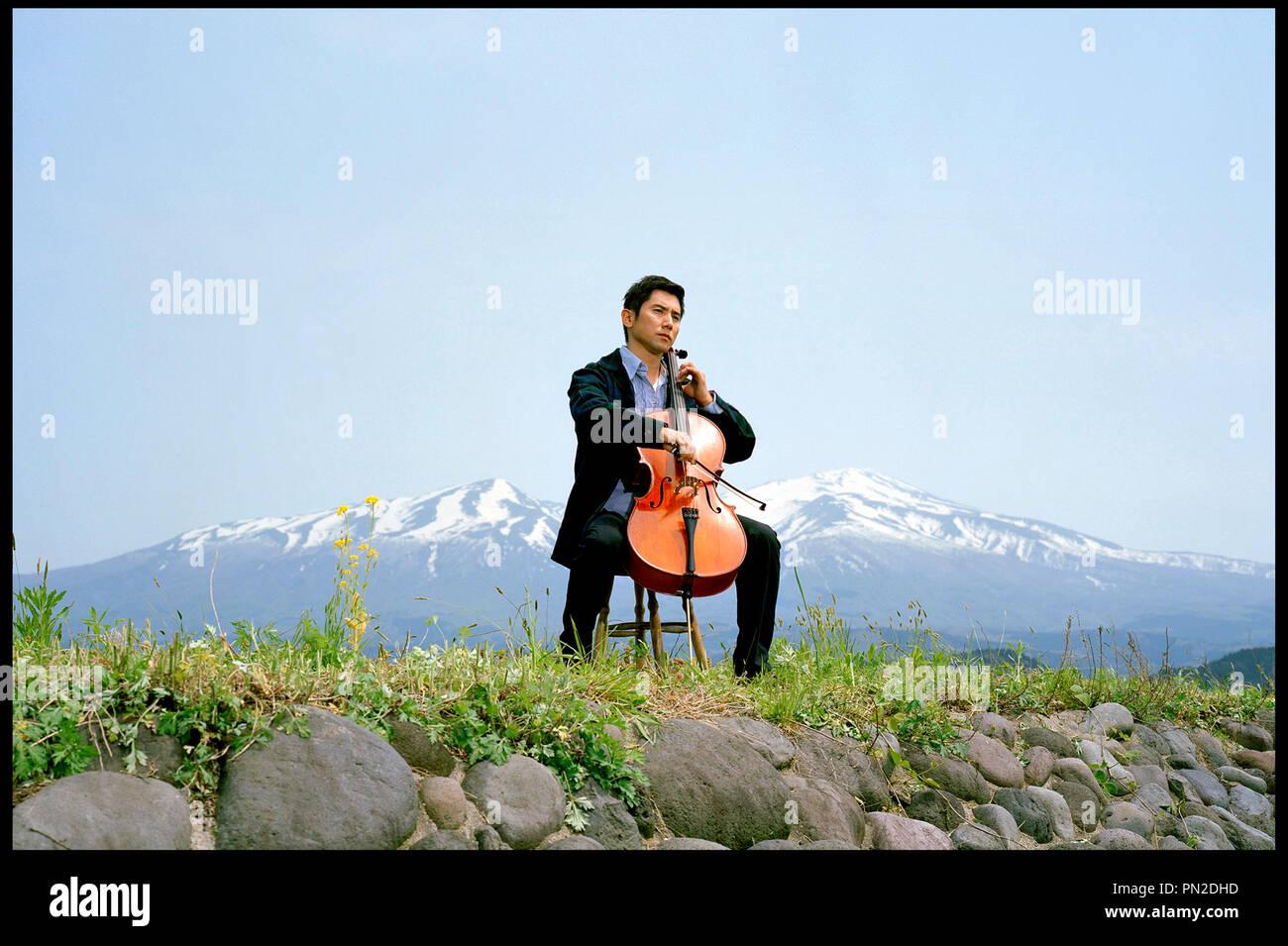 Prod DB © Shochiku Company / DR DEPARTURES (OKURIBITO) de Yojiro Takita 2008 JAP. avec Masahiro Motoki violoncelle, musicien, instrument de musique - Stock Image