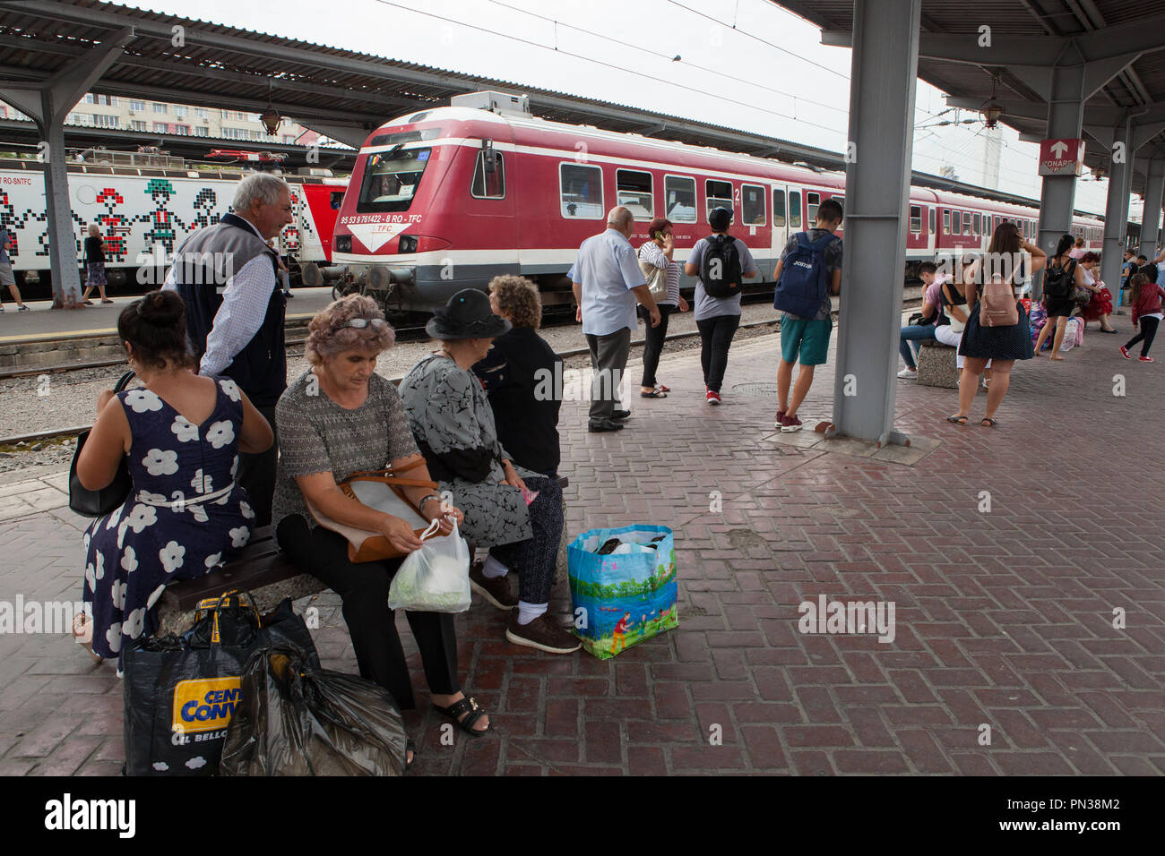 Passengers wait on the platform at Gara de Nord railway station in Bucharest, Romania - Stock Image