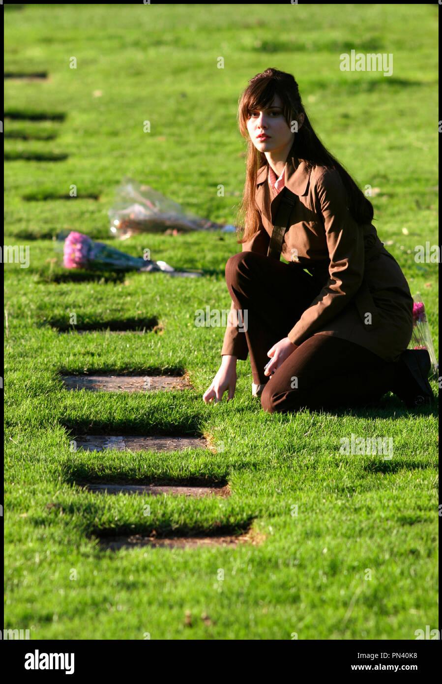 Prod DB © New Line Cinema / DR DESTINATION FINALE 3 (FINAL DESTINATION 3) de James Wong 2006 USA avec Mary Elizabeth Winstead cimetiere, recueillement Stock Photo