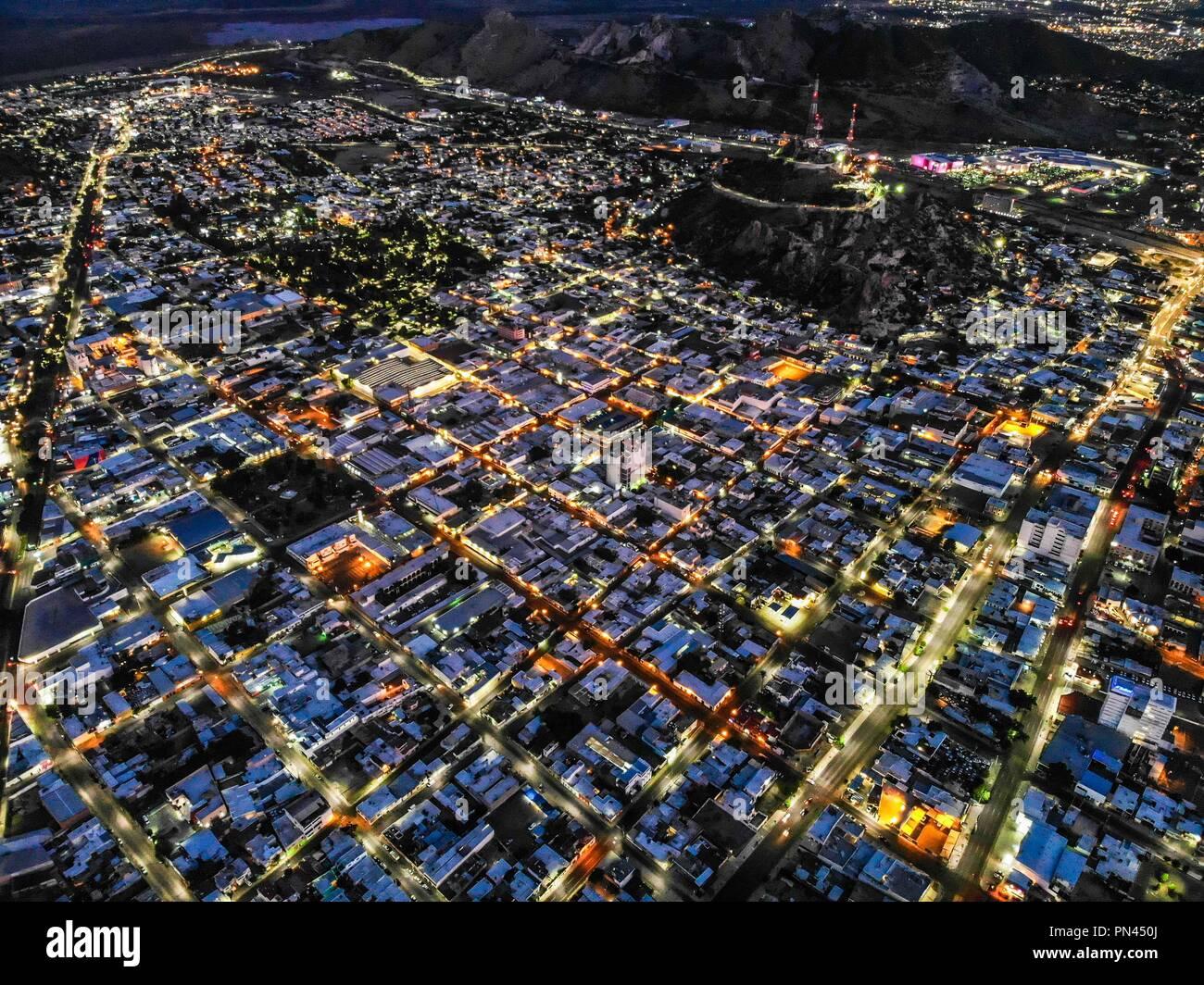 Vista aerea del la ciudad de Hermosillo. Panorámicas de Hermosillo al anochecer. Colonia Centro y Cerro de la Campana.  (Photo: Luis Gutiérrez / Norte Stock Photo