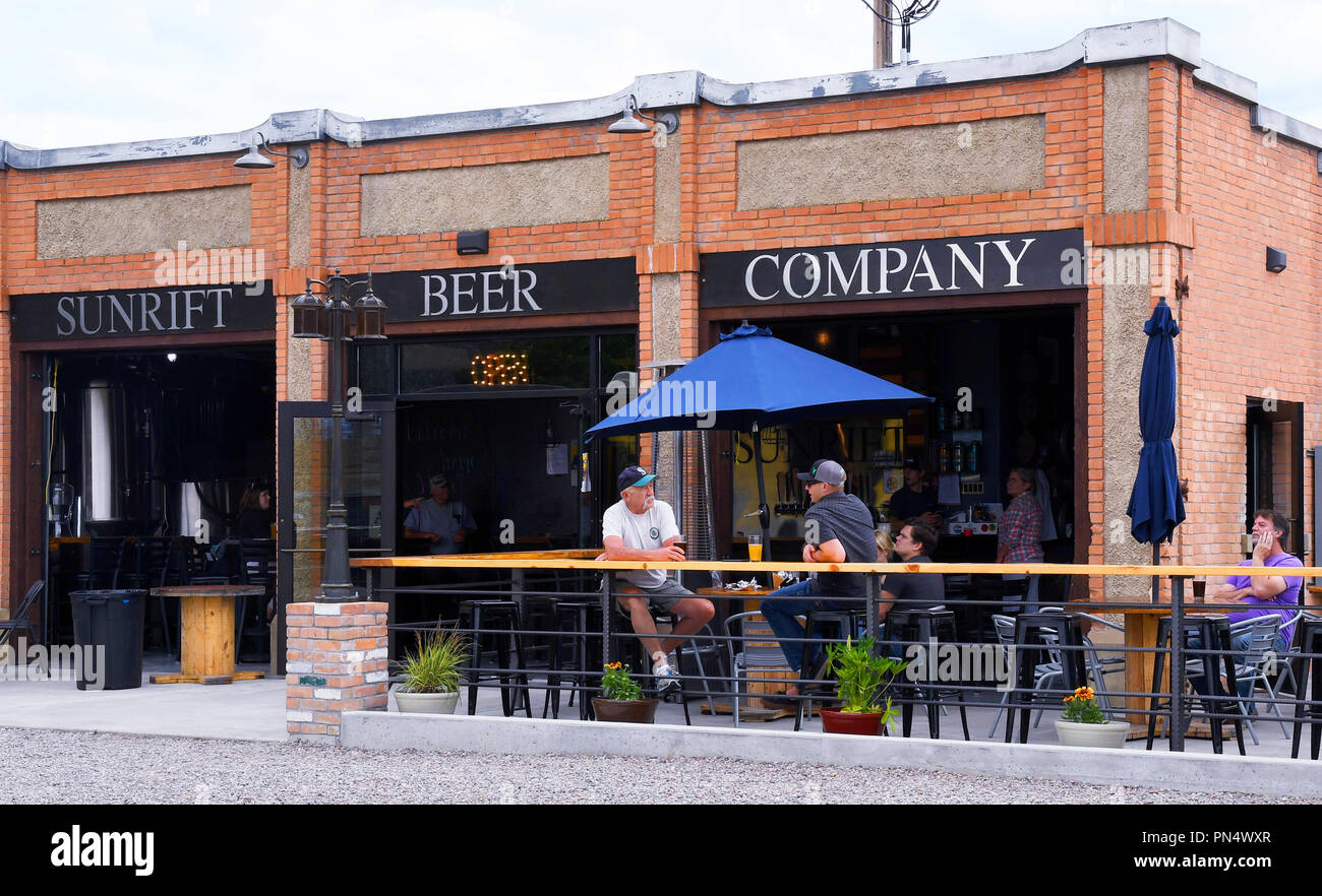 Kalispell Montana Usa June 17 2018 Patrons Drink Beer Outside