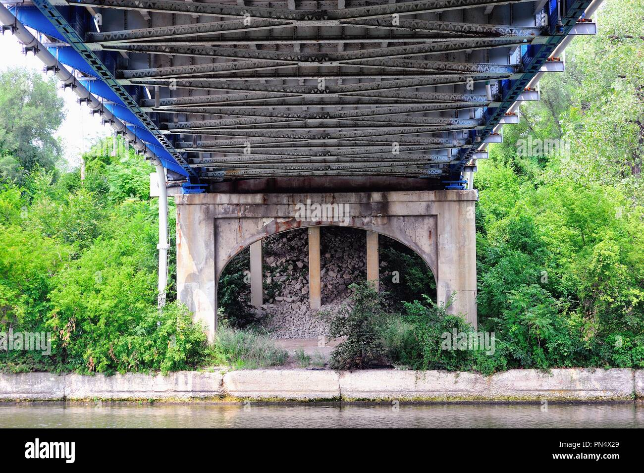 Palos Park, Illinois, USA. The superstructure and frame of a highway bridge over the Cal-Sag Channel in suburban Chicago. - Stock Image