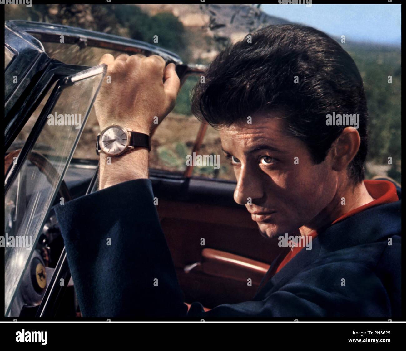 Prod DB © Rank Organisation / DR DERNIERE MISSION A NICOSIE (THE HIGH BRIGHT SUN) de Ralph Thomas 1965 GB avec George Chakiris playboy, d'aprs le roman de Ian Stuart Black Stock Photo