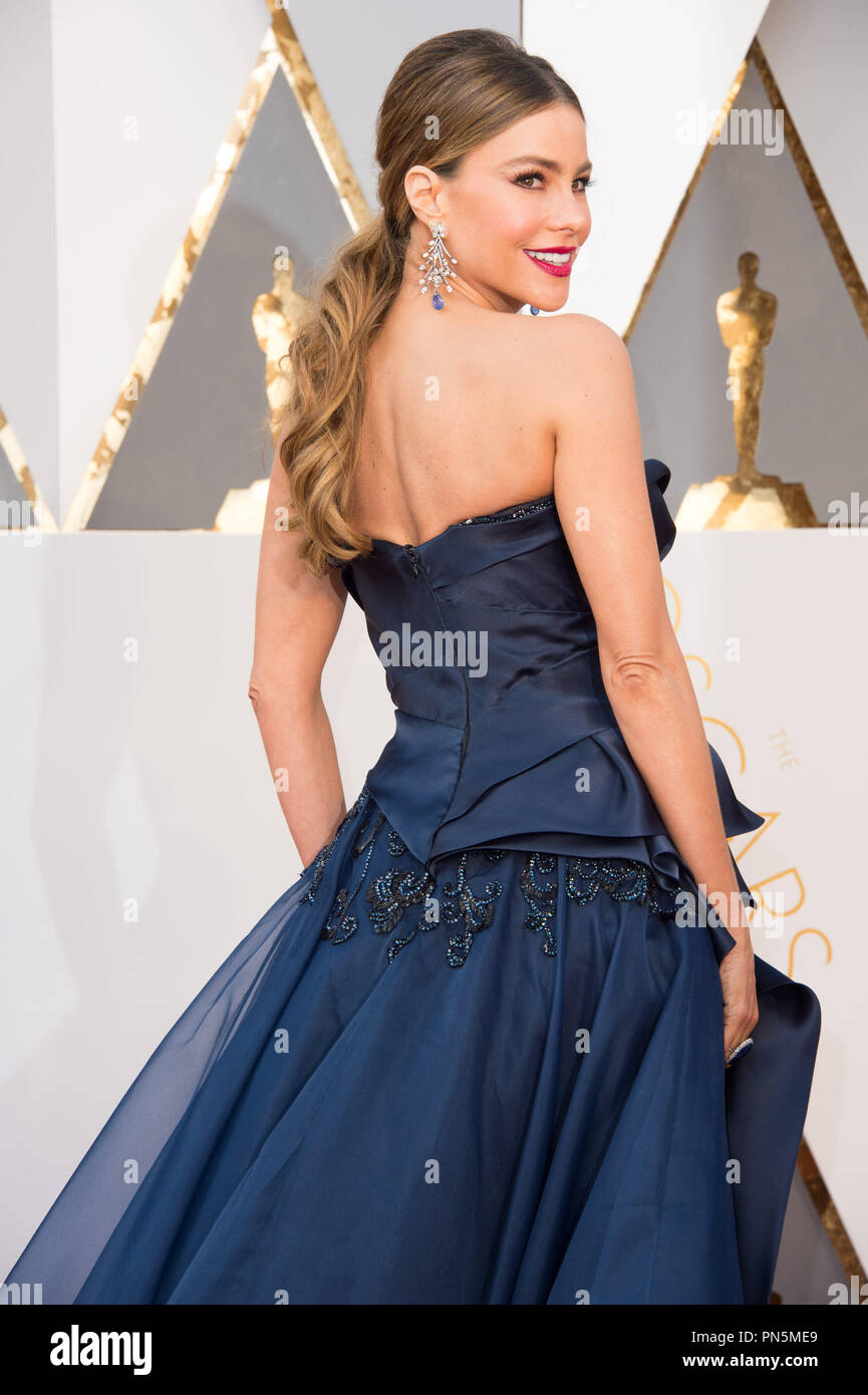 b76c2c556 Presenter Sofia Vergara arrives at The 88th Oscars® at the Dolby® Theatre  in Hollywood