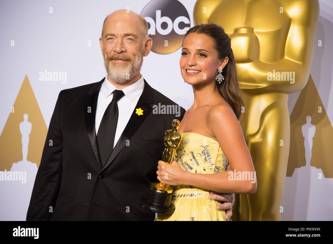 Alicia vikander poses backstage with the oscar for performance by an actress in a supporting role for work on the danish girl and j k simmons during