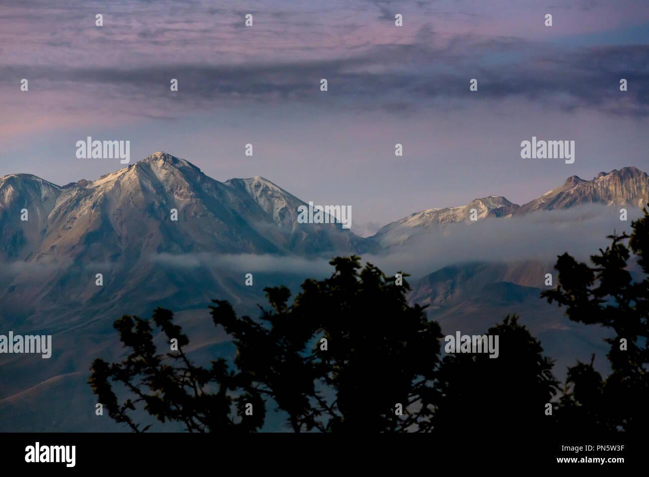 Im Morgengrauen, Die Anden in Peru , Bergette Anden, Arequipa Peru - Stock Image