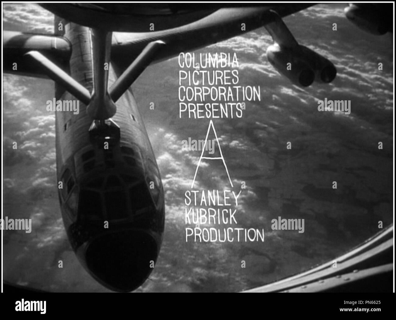 Prod DB © Hawk Films / DR DOCTEUR FOLAMOUR (DR STRANGELOVE - OR HOW I LEARNED TO STOP WORRYING AND LOVE THE BOMB) de Stanley Kubrick 1963 GB generique graphisme, bombardier, ravitaillement en vol, ravitaillement aerien, avion, aviation classique d'après le roman de Peter George - Stock Image