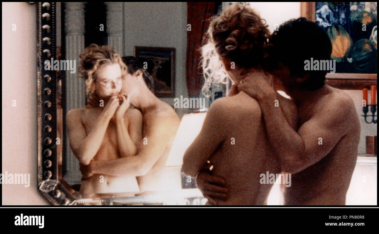 Prod DB © Warner - Hobby Films - Pole Star / DR EYES WIDE SHUT (EYES WIDE SHUT) de Stanley Kubrick 1999 USA / GB avec Nicole Kidman et Tom Cruise couple, embrasser, sensualite, reflet, miroir, nus d'apres le roman de Arthur Schnitzler 'TRAUMNOVELLE' - Stock Image