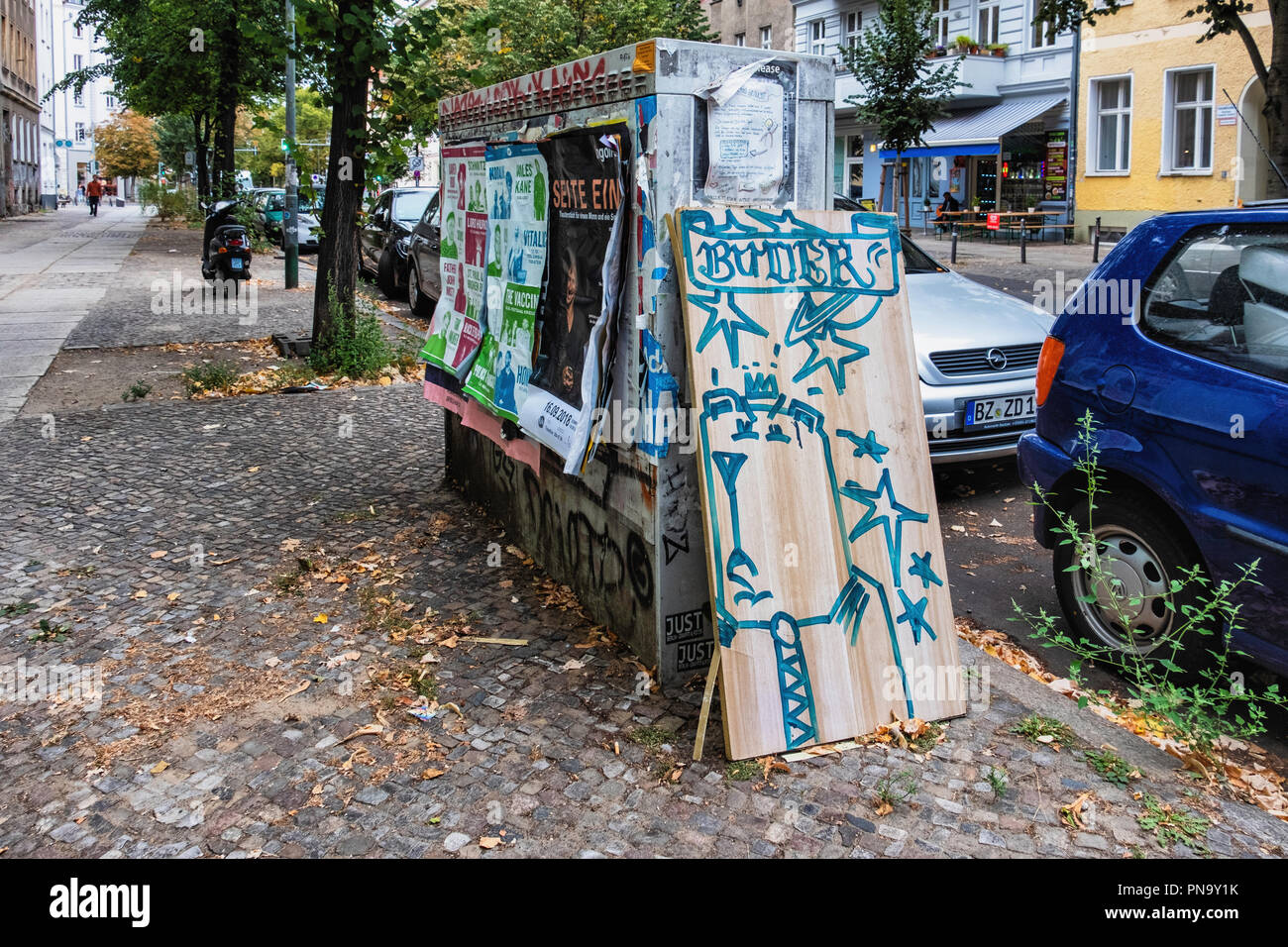 Berlin-Mitte. Opportunistic transient street art. Street artist Buder uses found wood (old discarded shelves) for sketches that soon disappear - Stock Image