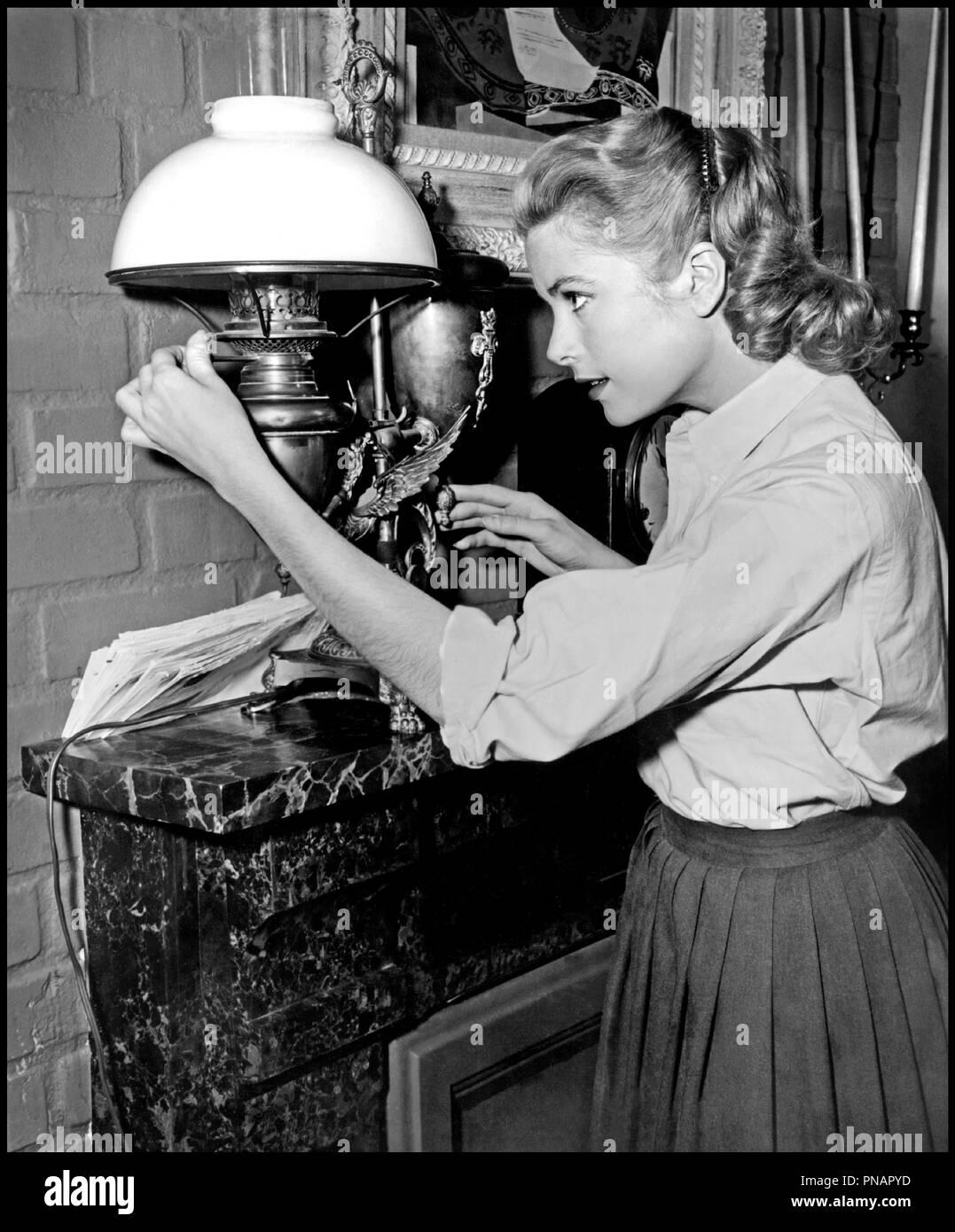 Prod DB © Paramount / DR FENETRE SUR COUR (REAR WINDOW) de Alfred Hitchcock 1954 USA avec Grace Kelly allumer, lampe a petrole d'apres Cornell Woolrich classique - Stock Image