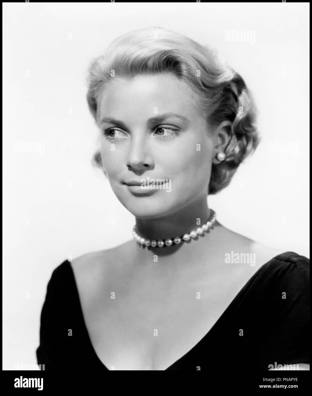 Prod DB © Paramount / DR FENETRE SUR COUR (REAR WINDOW) de Alfred Hitchcock 1954 USA avec Grace Kelly portrait, collier de perles d'apres Cornell Woolrich classique - Stock Image