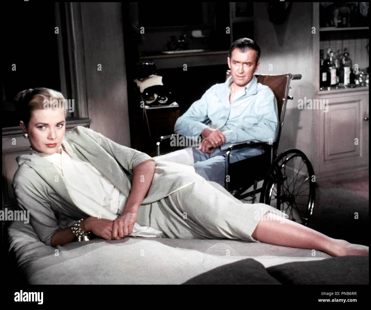 Prod DB © Paramount / DR FENETRE SUR COUR (REAR WINDOW) de Alfred Hitchcock 1954 USA avec Grace Kelly et James Stewart infirme, handicape, fauteuil roulant d'apres Cornell Woolrich - Stock Image