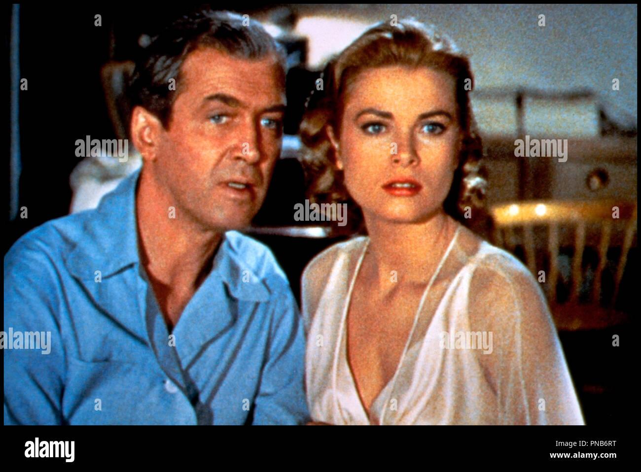 Prod DB © Paramount / DR FENETRE SUR COUR (REAR WINDOW) de Alfred Hitchcock 1954 USA avec James Stewart et Grace Kelly  pyjamas d'apres Cornell Woolrich - Stock Image