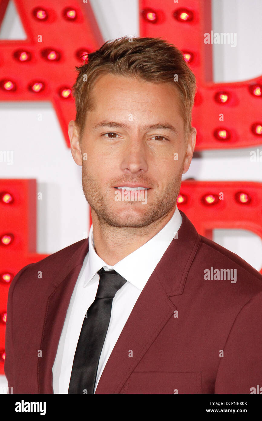 A Bad Moms Christmas Justin Hartley.Justin Hartley At The Premiere Of Stx Films A Bad Moms