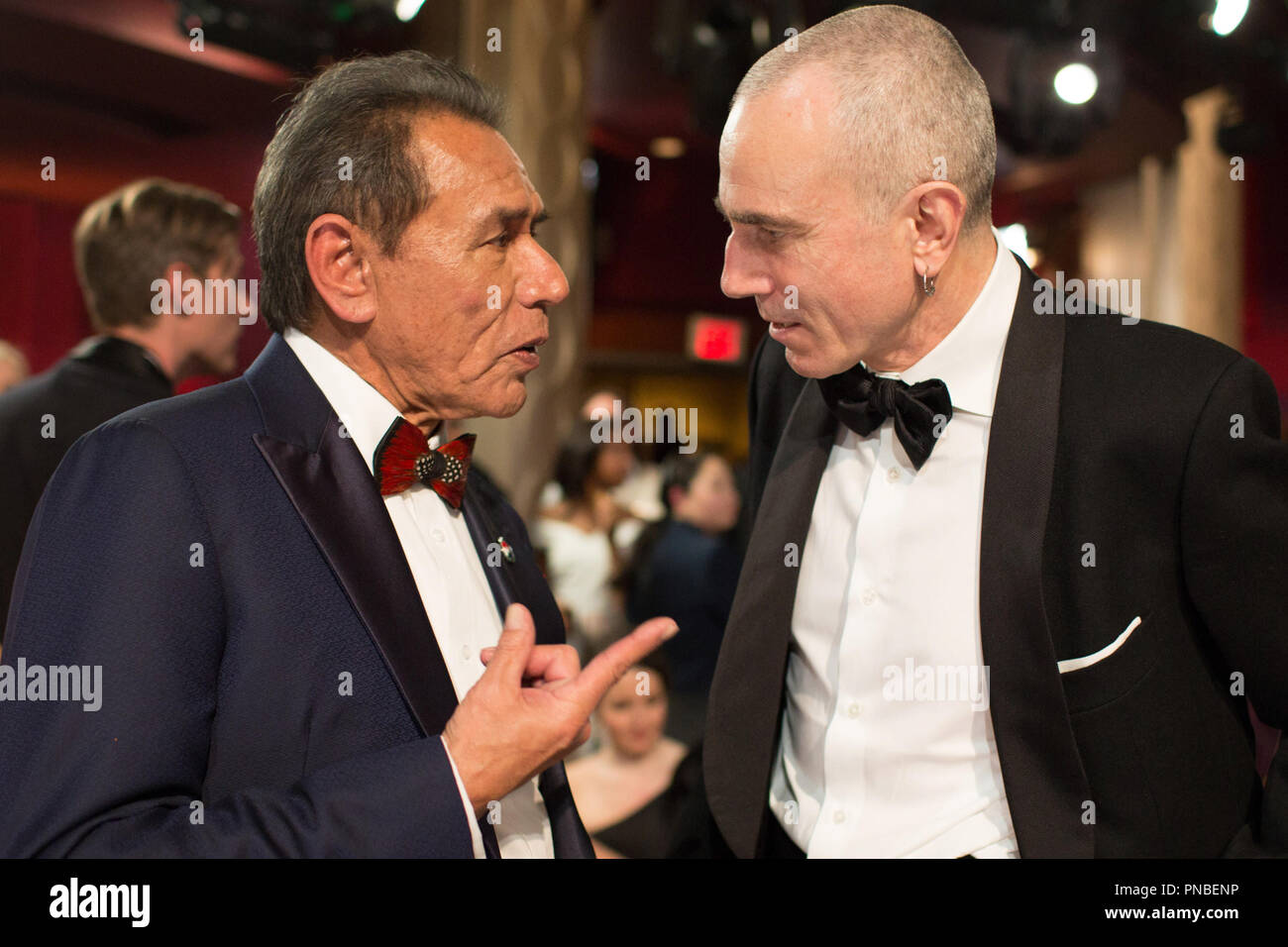 Wes Studi talks with Oscar®-nominee Daniel Day-Lewis during the live ABC Telecast of the 90th Oscars® at the Dolby® Theatre in Hollywood, CA on Sunday, March 4, 2018.  File Reference # 33546_549PLX  For Editorial Use Only -  All Rights Reserved - Stock Image