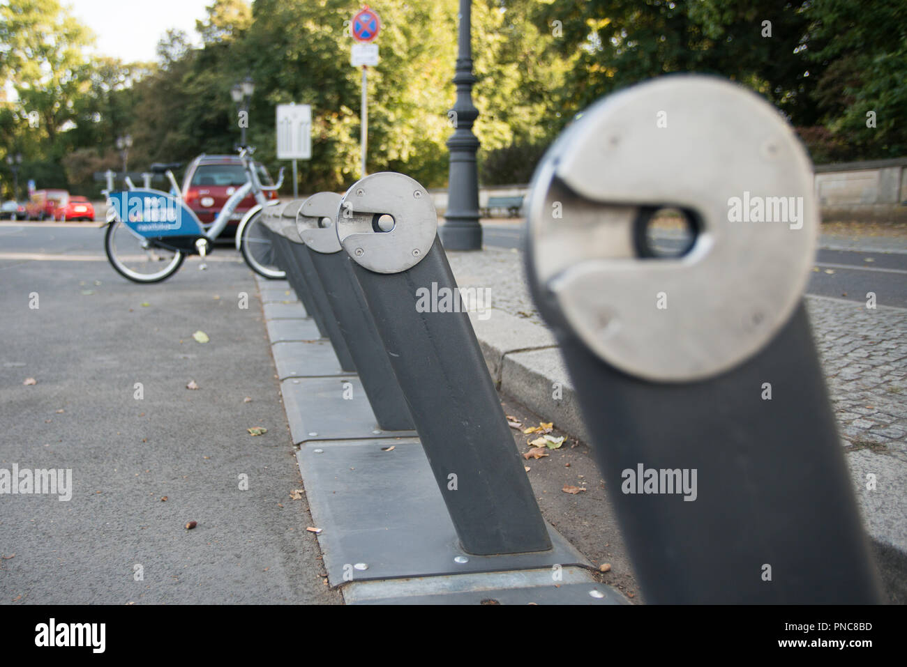 Leihrad an Bike Sharing Station in Berlin - Stock Image