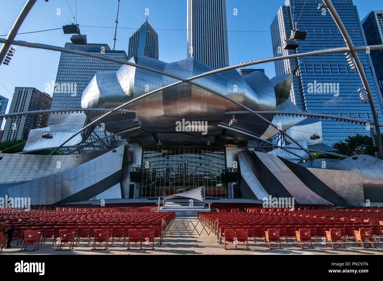 Amphitheater Jay Pritzker Pavilion von Architekt Frank O. Gehry im Millennium Park von Chicago, IL. - Stock Image