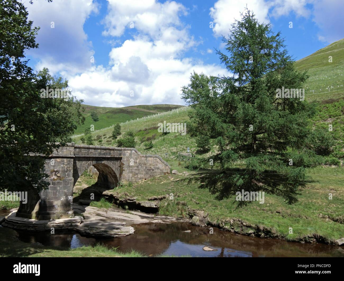 Slippery Stones Packhorse Bridge & River Derwent, Upper Derwent Valley, Peak District National Park, Derbyshire, England, UK - Stock Image