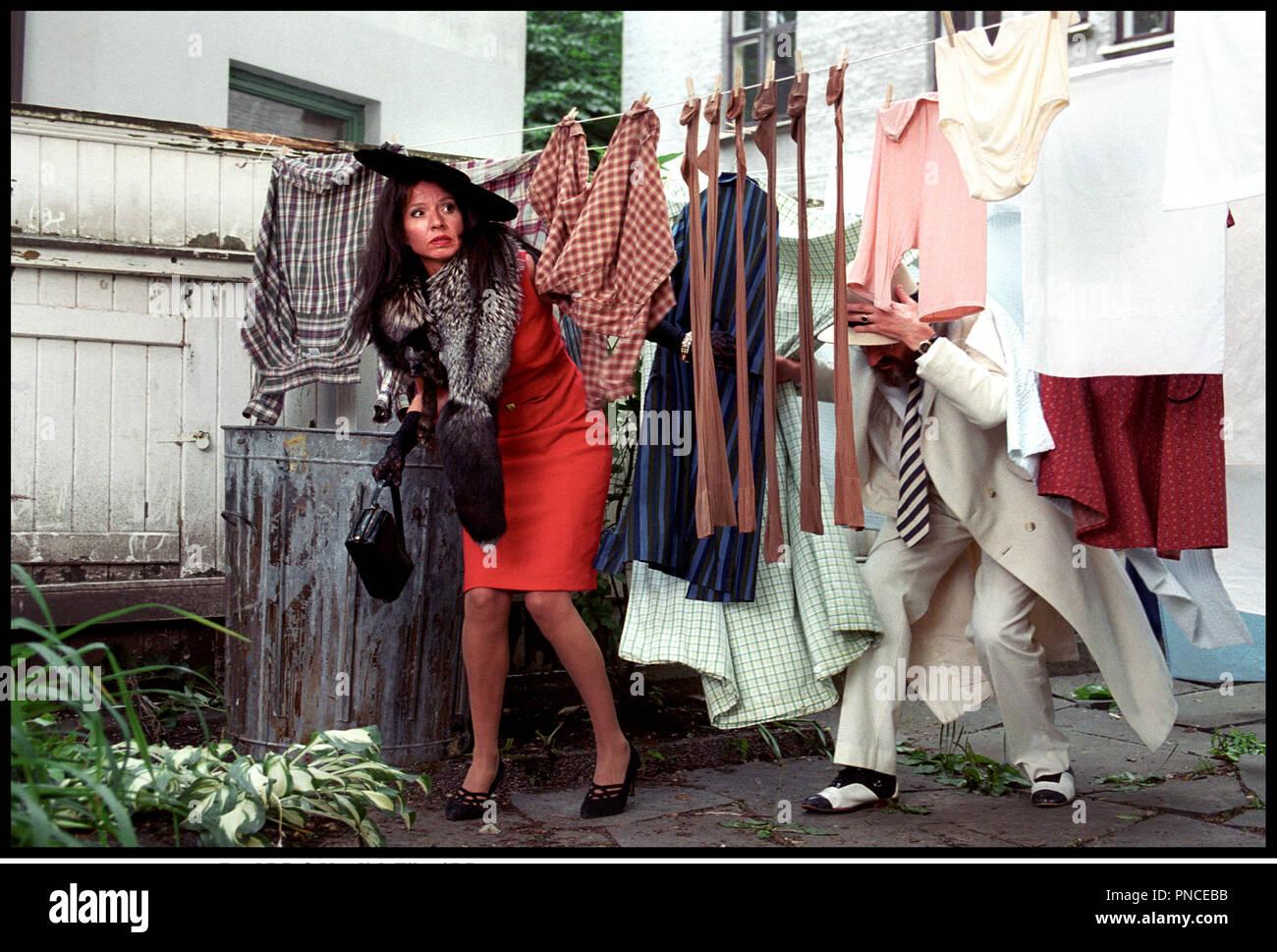 Prod DB © Nordisk Film / DR LE GANG DES JUNIORS (OLSEN BANDEN JUNIOR) de Peter Flinth 2000 DAN avec Finn Schau et Hege Sch¿yen etendre son linge, decalage, perdus Stock Photo