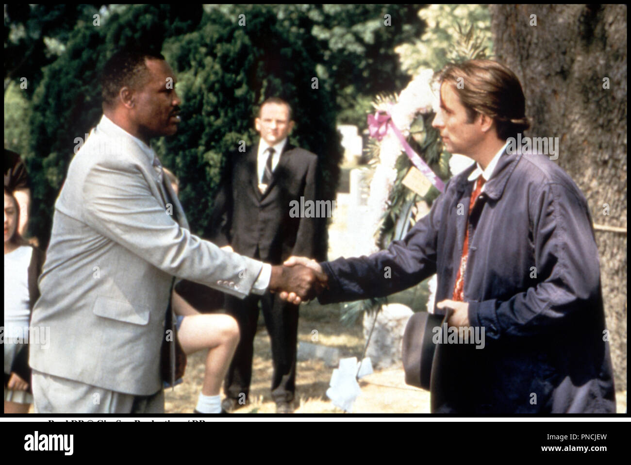 Prod DB © CineSon Productions / DR GARY ET LINDA (JUST THE TICKET) de Richard Wenck 1999 USA avec Joe Frazier et Andy Garcia  saluer, poignŽe de main - Stock Image