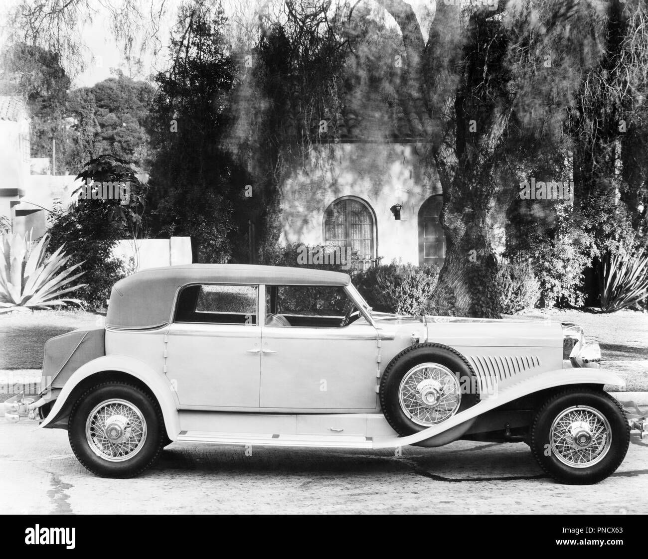 1950s CLASSIC DUESENBERG CONVERTIBLE ROADSTER AUTOMOBILE CAR - aspy5527 ASP001 HARS OLD FASHIONED - Stock Image