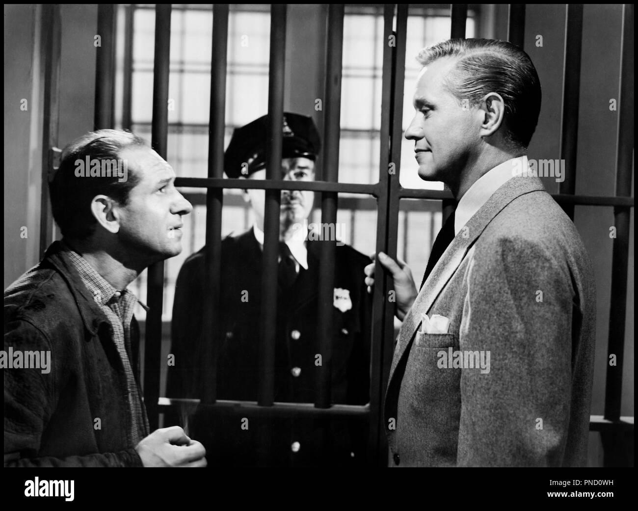 Prod DB © Warner Bros. Pictures / DR GENTLEMAN CAMBRIOLEUR (THE GREAT JEWEL ROBBER) de Peter Godfrey 1950 USA avec Ned Glass et David Brian cellule, visiteur de prison - Stock Image