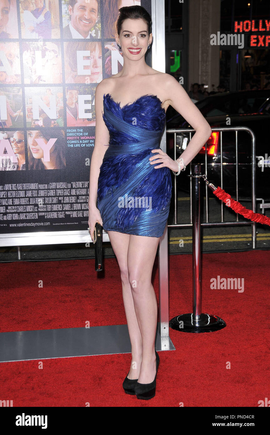Anne Hathaway At The World Premiere Of Valentine S Day Held At The