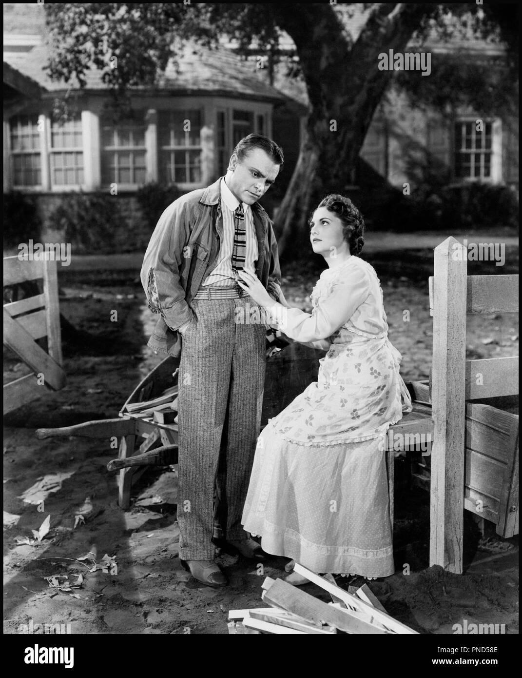 Prod DB © Warner Bros. / DR LA GLORIEUSE PARADE (YANKEE DOODLE DANDY) de Michael Curtiz 1942 USA avec James Cagney et Joan Leslie ruines, desolation, reconforter - Stock Image